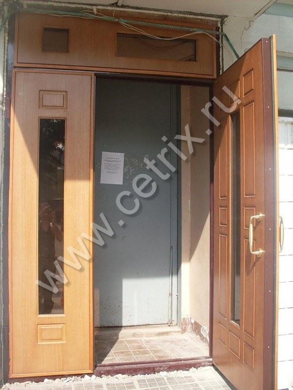 металлические двери между лифтом и квартирами